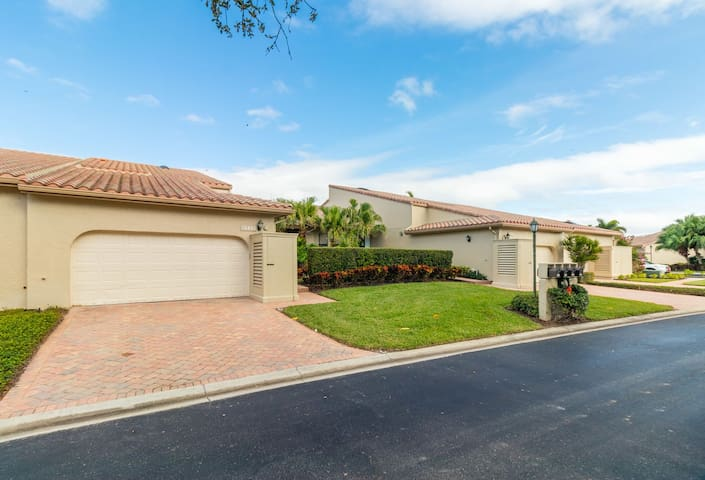 Beautifully remodeled villa with luxury finishes in the gates of Bay Isles!