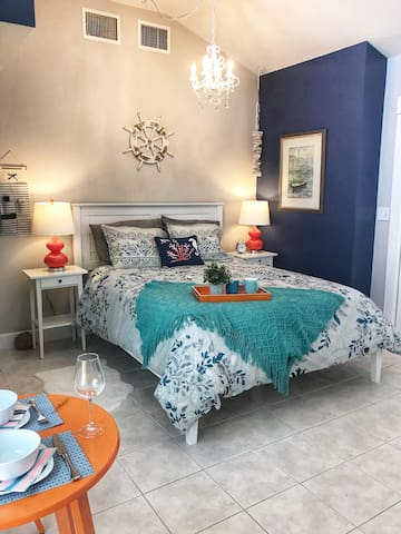 Your privat, cosy, coastal-themed room (renovated 2018)
