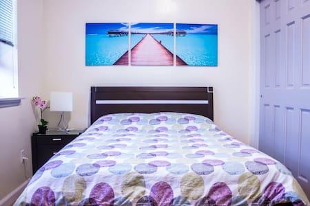 Super Host Beautiful & Clean 2 Bedroom Apt Flat