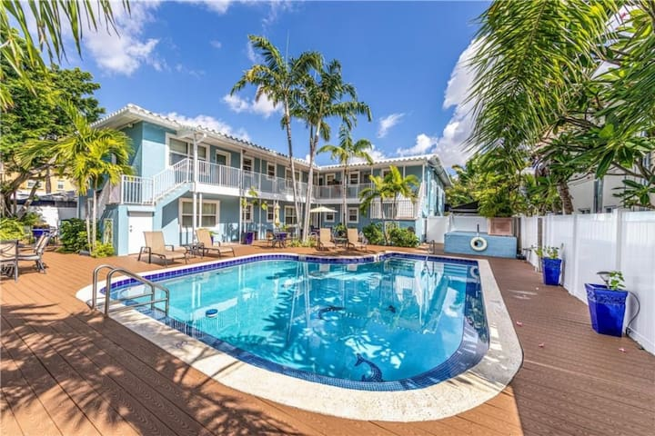 Blue Parrot Inn #6 1/1 Heated Pool 1 MI to Beach