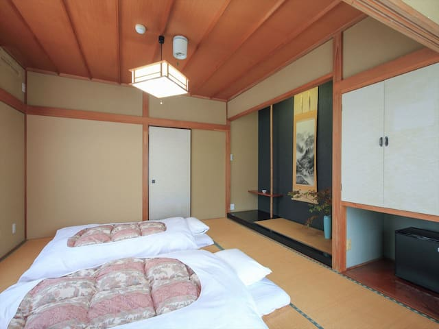 Hot spring and Garden Guesthouse.Quadruple room.