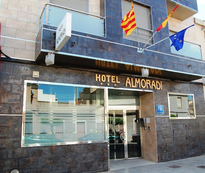 El Hotel Almoradí es un hotel funcional y acogedor