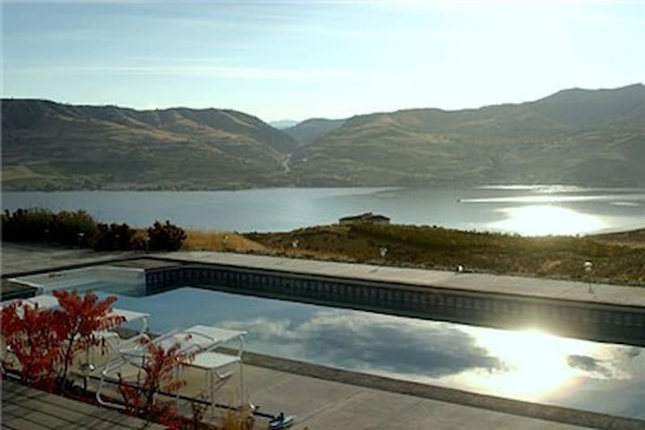 Glidehouse w/ Private Pool + Views - Chelan - Hus