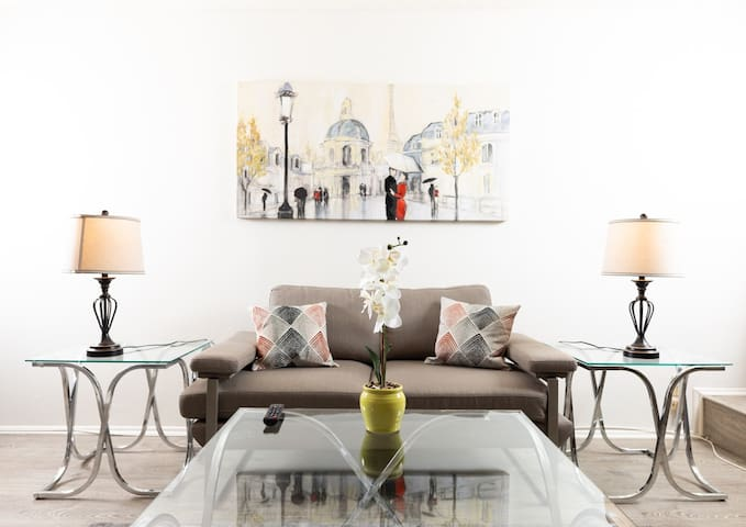 Inviting Hollywood Studio - Fully Furnished