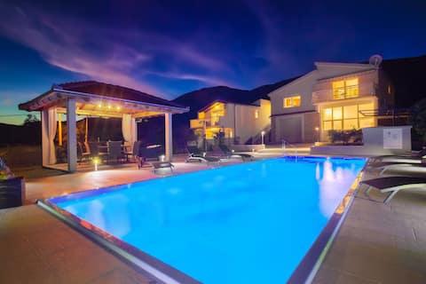 VILLA TISSA with private pool, big garden,jacuzzi
