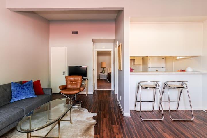 Retro & Convenient to Downtown in Burnet District - Austin - Huoneisto