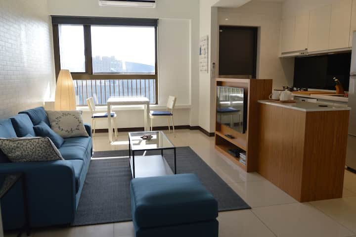 25min to airport- Art Center Private Apartment