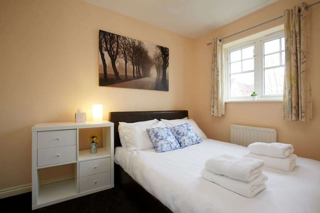 2nd bedroom with Egyptian-cotton bedding and fluffy towels provided