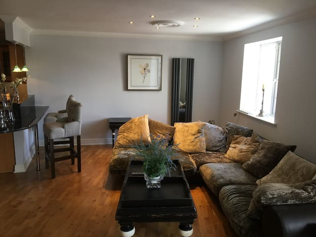 Luxurious City West ,3 double beds  ,3 Baths,luas