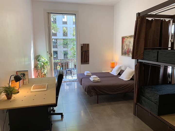 Big unique single room in city center