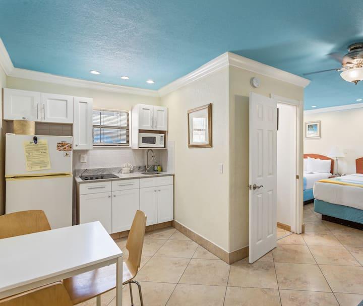 Deluxe Efficiency Suite: 2 Double Beds