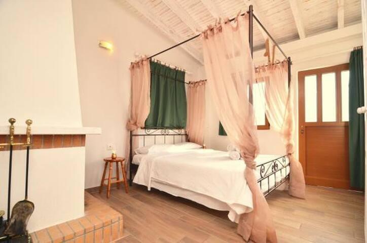 Sophia Areopoli terrace Room