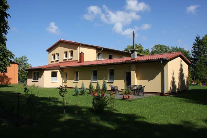 Ferienhaus LOOP IN Zimmer DARKSLIDE - Ribnitz-Damgarten - Dům