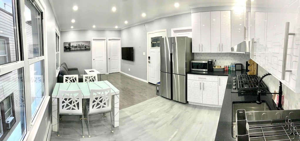 Modern Renovated Apartment with Superhost