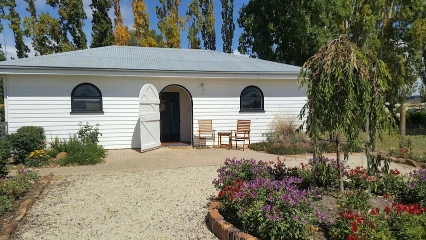Leighton Stud Cottage - Historic Evandale