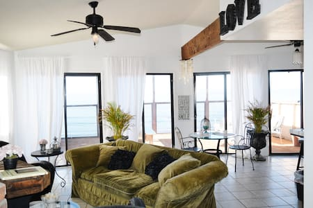 Boho Style Oceanfront Surf House! - Ensenada