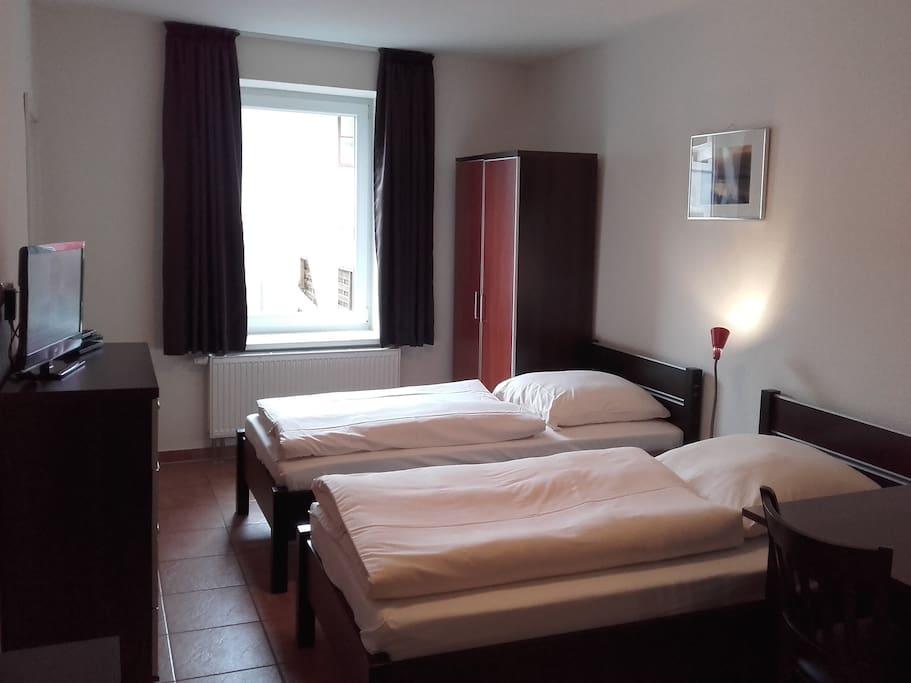 Schlafzimmer mit 3 Einzelbetten