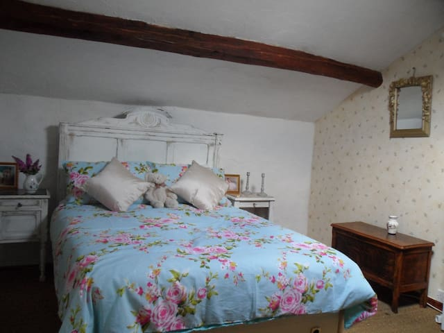 Birch Lodge at Chataigne, gite & pool sleeps 4-5