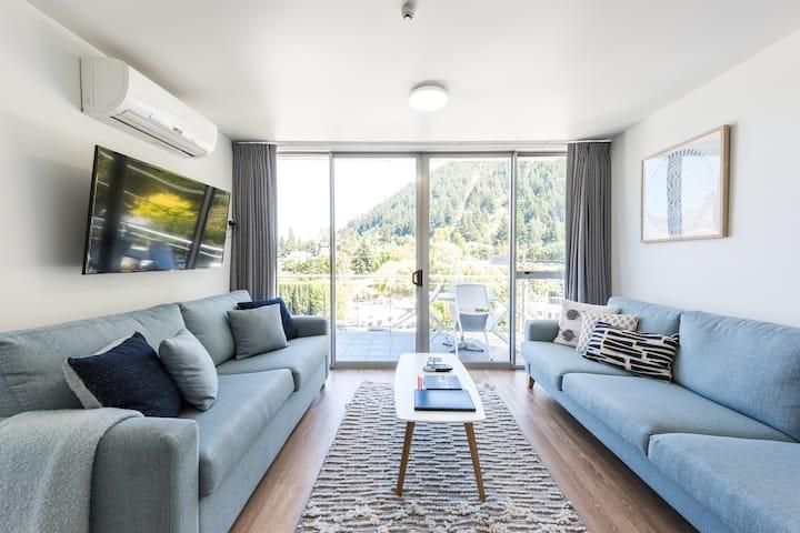 'Absolute Gem'  Central Queenstown Apartment