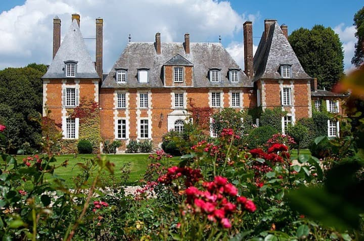 Beautiful chateau 28 beds, swimming pool, tennis