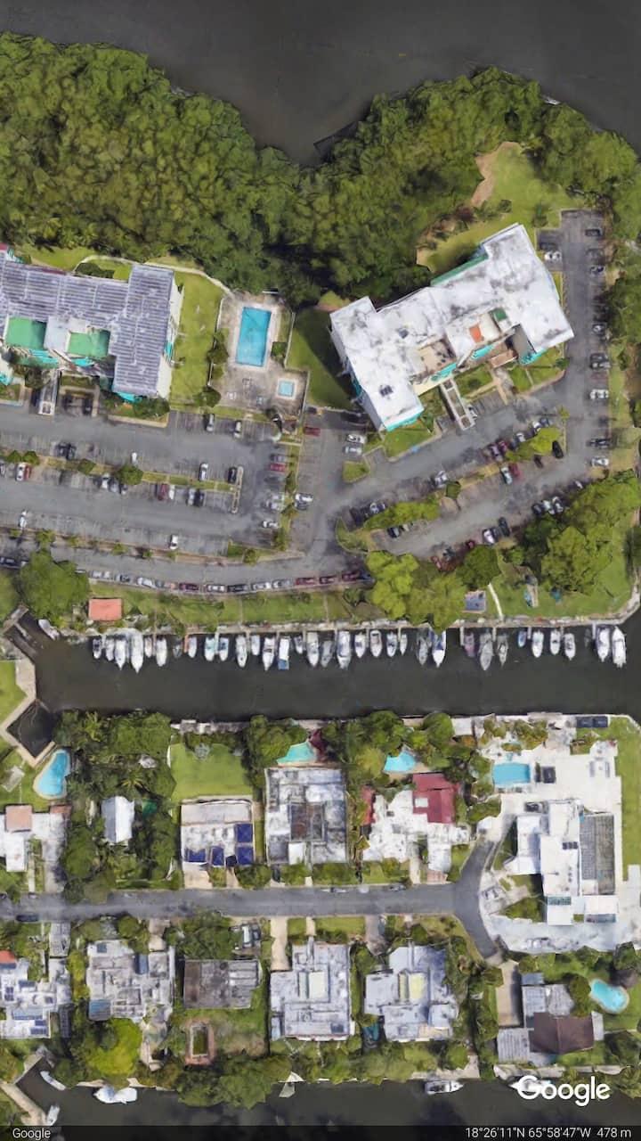 Apartamentos con piscina Muelle y Botes opcionales