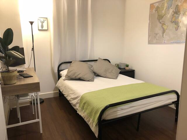 Double Bedroom with great city views, brand new mattress & linen.