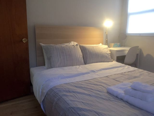 829-2E Private Bedroom 25 Mins to Times Square
