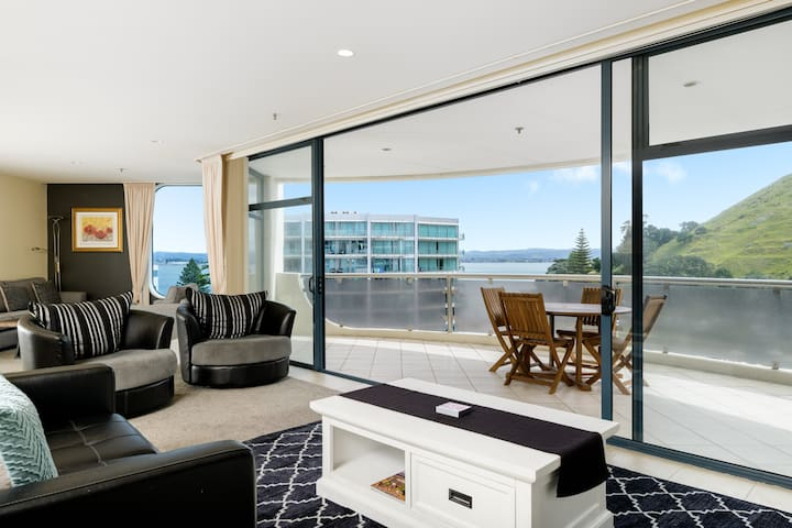 Luxurious Oceanside Apartment on the 8th floor