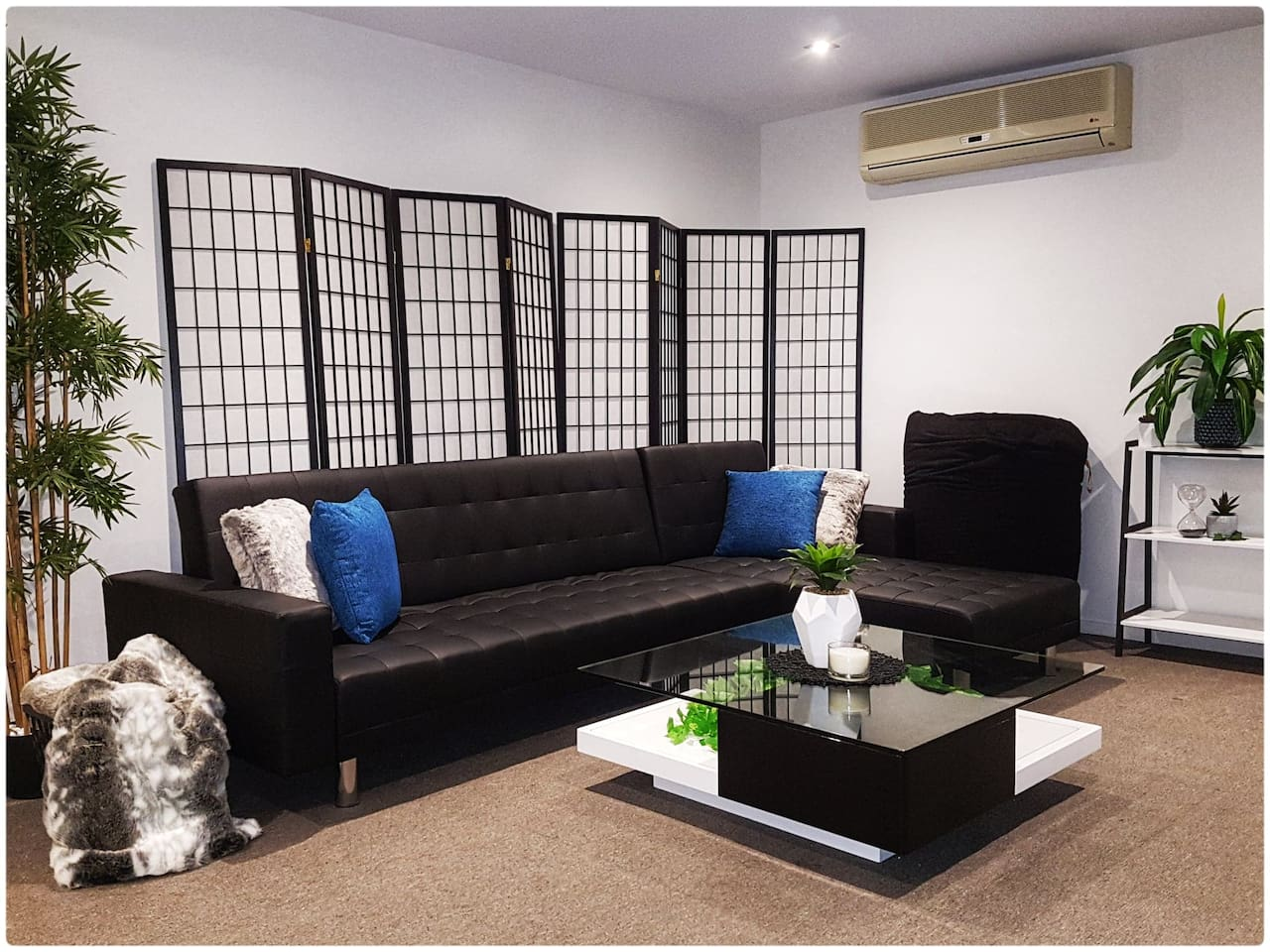 Brand new furnishings, expandable sofa bed, huge beanbag and large coffee table. The perfect place to relax after a fun day in Melbourne.