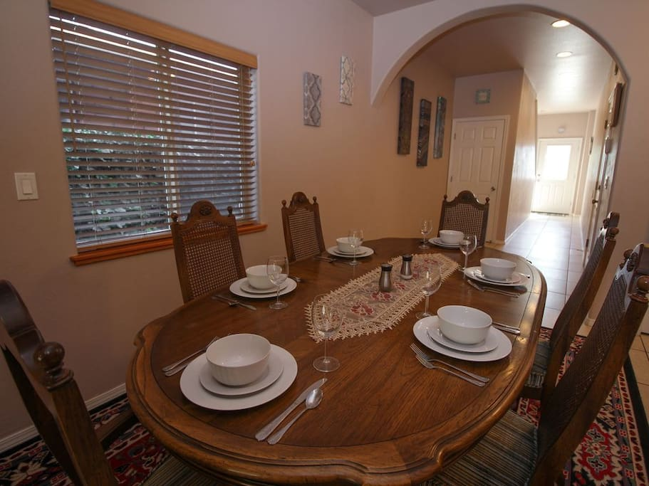 Spacious dining with seating for 6
