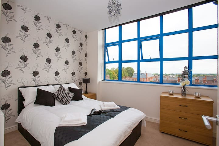 Centrally Located, Luxury One Bedroom Apartment in Swindon