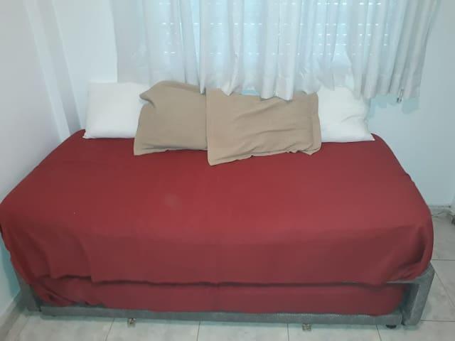 Bedroom 2 with air conditioning. Dormitorio con aire acondicionado para frio y calor.