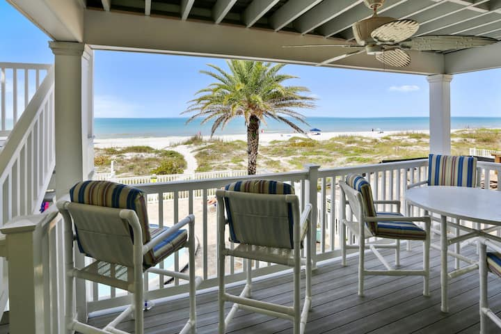 Sunset Villas 2 Amazing VIEWS/pool/sun deck/Beachfront-only 4 condos!