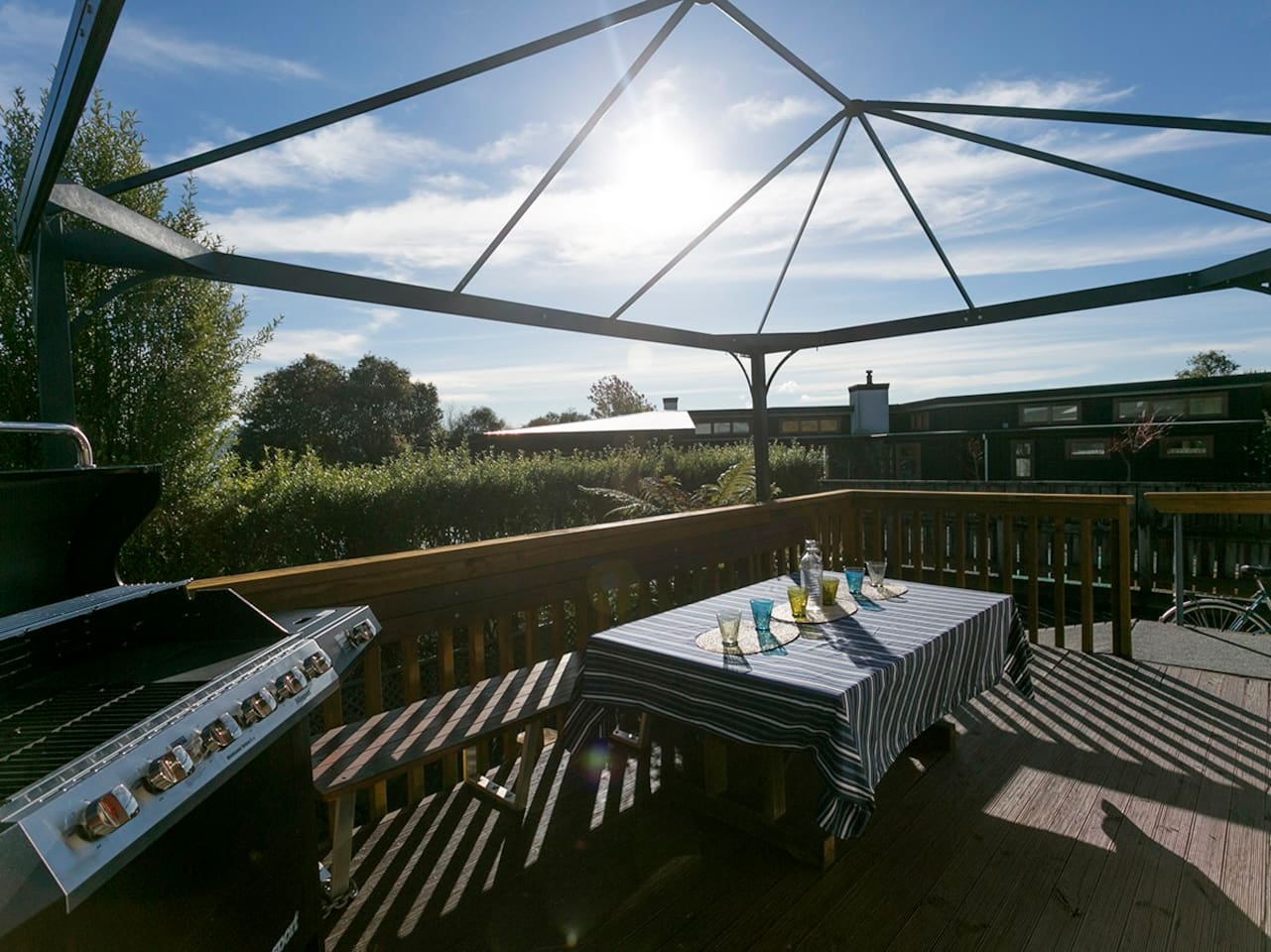 Cosy Lake Haven - Two Mile Bay Holiday Home - Outdoor Living