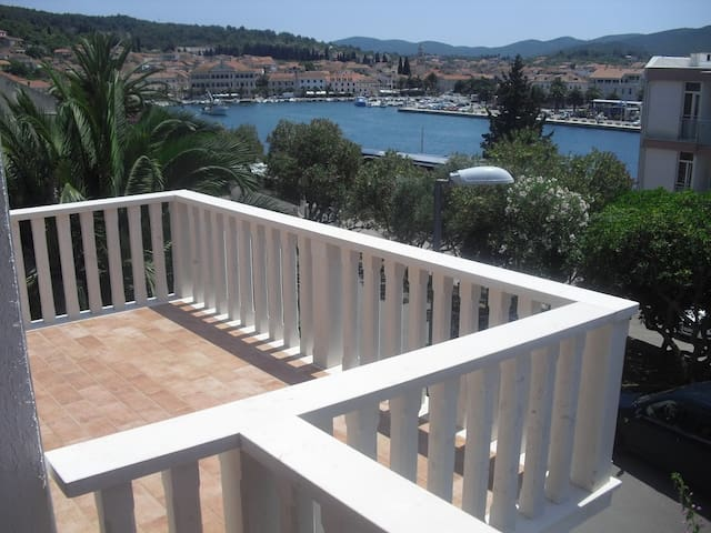 Lovely studio 50 m from the beach-sea view  1. fl.