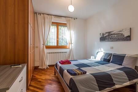 Big apartment, shopping and tourism. ROMA EUR.