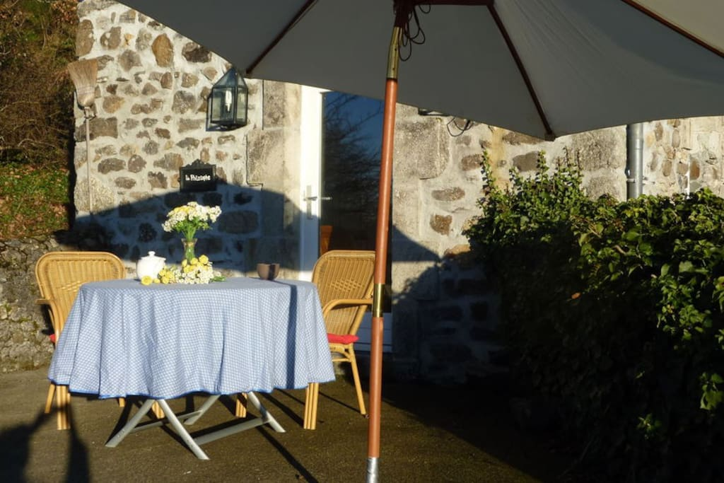 Guesthouse at french chateau gite au chateau cottage for Lavatrice stand alone