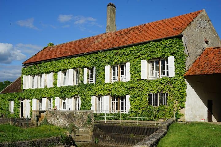 Charmant moulin Bourgogne - proche Vezelay