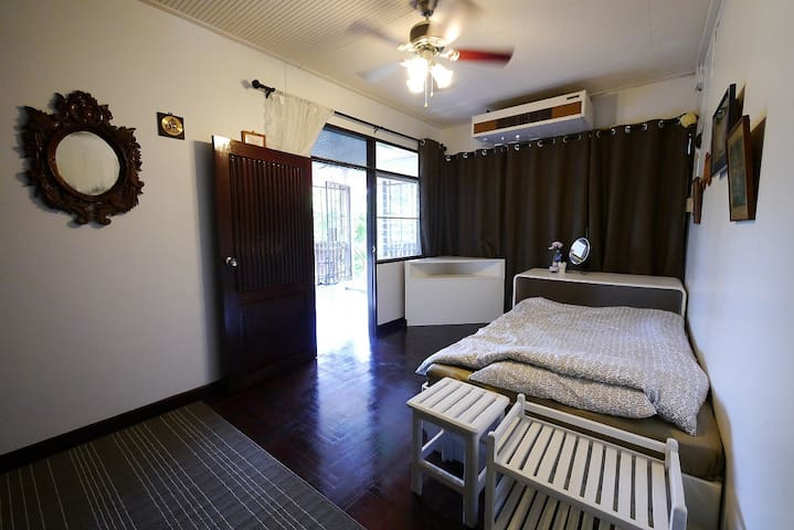 ห้องพักชั้นบนพร้อมวิวภูเขา - Tambon Mae Sa - Rumah