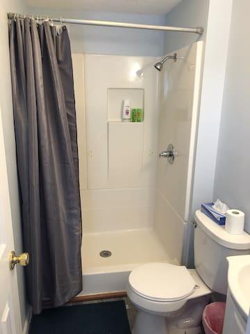 Private room/bath in Mishawaka close to ND