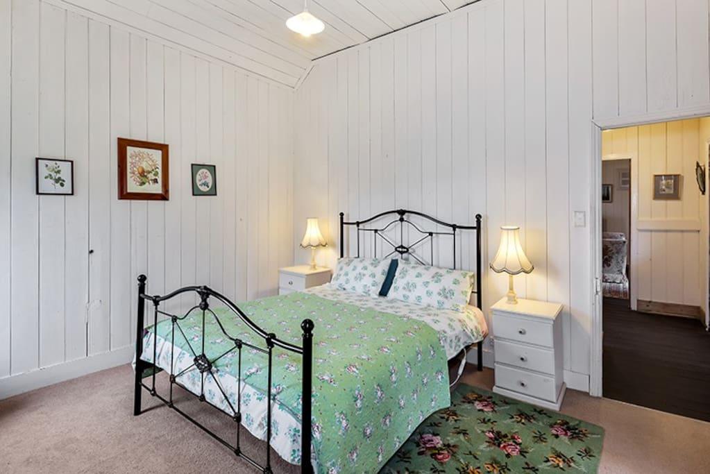The Queen Bedroom in the School House
