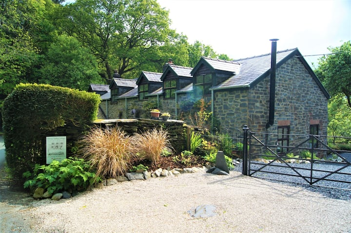 Self catering cottage on the banks of river Dulas