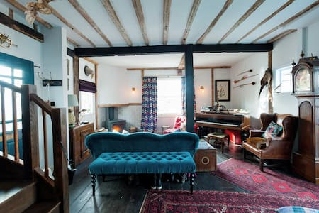 Beautiful riverside Tudor house - Wivenhoe - Hus