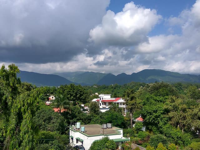 B&B with Hill View Near Pacific Mall - Dehradun