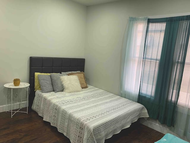 1 Bdr near DFW AT&T stadium,Six Flags, West 7th