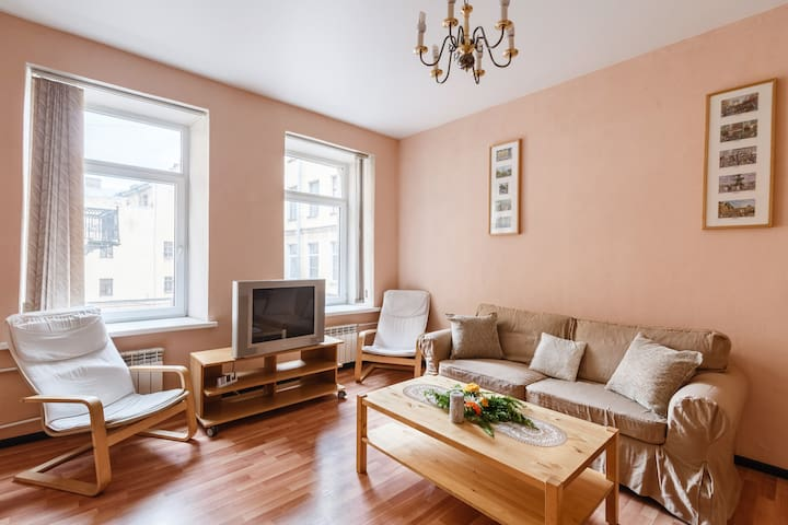 Best price! Cozy flat in a very center, Nevsky 84