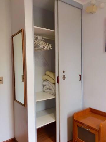 Pieza con baño y escritorio Lo Barnechea - Lo Barnechea - Apartamento