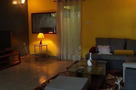 Cozy 2BR/1 BATH villa in Bonapriso. - Douala