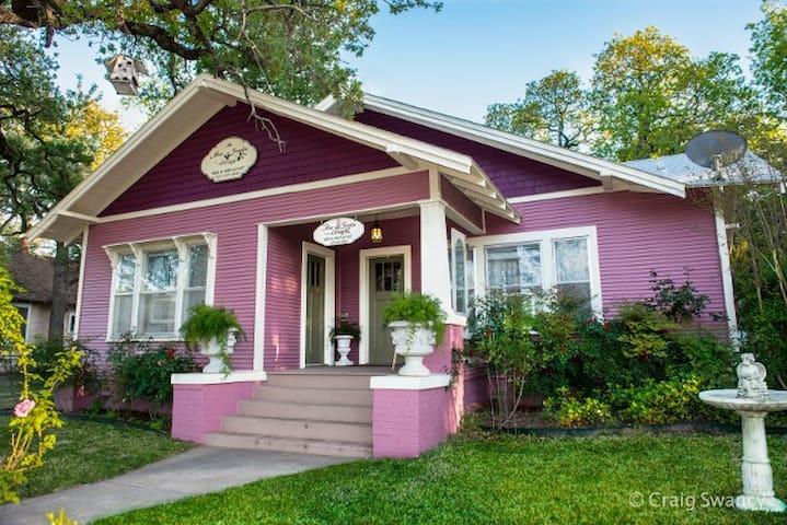 The Rose Garden Cottage B&B