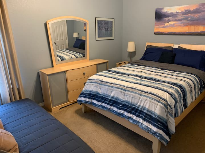 Blue Private room 15 min from downtown Fort Worth